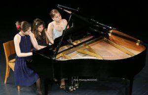 Фото вијест: Три сестре и клавир